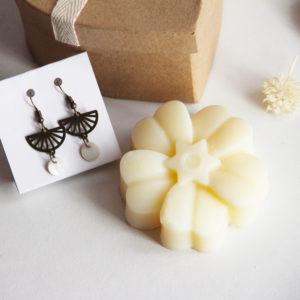 Coffret EDITION LIMITEE savon fleur+  boucles d'oreilles